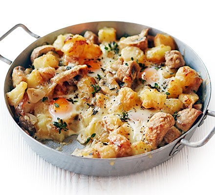 Baked eggs with potatoes, mushrooms & cheese