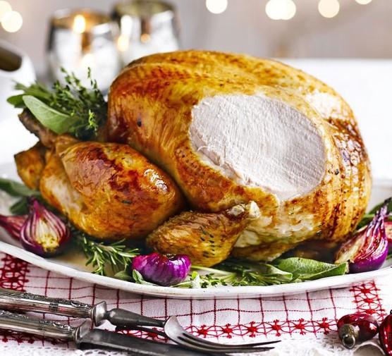 Bay & bacon roast turkey with make-ahead gravy