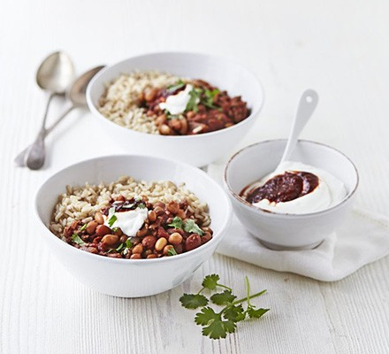 Beef & bean chilli bowl with chipotle yogurt