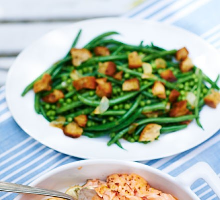 Peas & beans with crunchy croutons