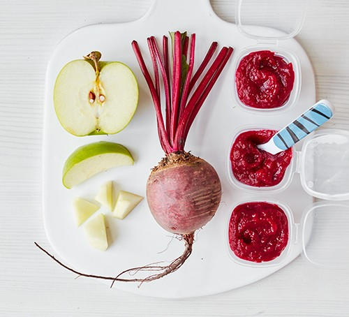 Apple & beetroot purée next to sliced ingredients
