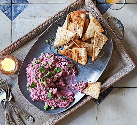 Minty beetroot dip with chilli pitta crisps