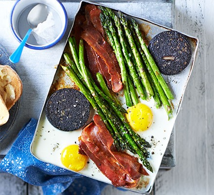 Big breakfast with asparagus