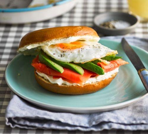 Breakfast bagel club