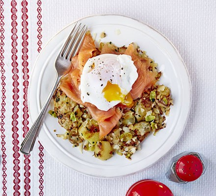 Poached eggs with smoked salmon and bubble & squeak