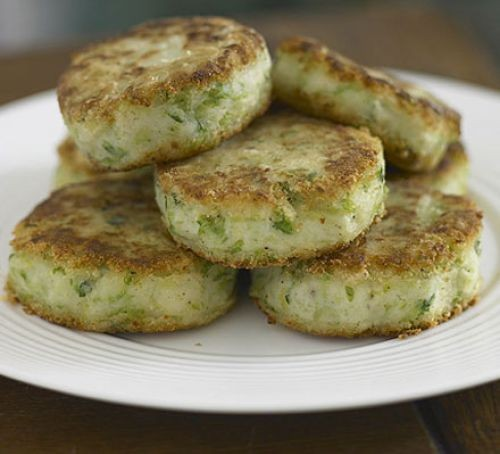 Bubble & squeak cakes on a plate
