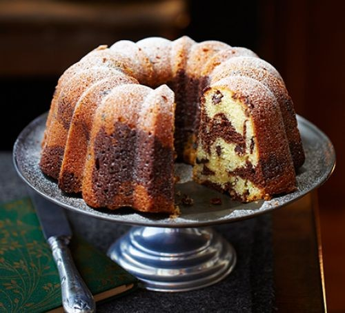 Bundt cake served on a cake stand