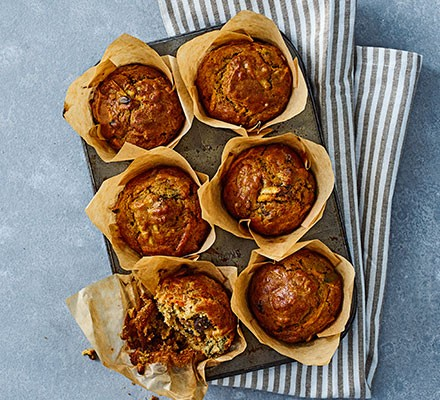 Spiced carrot & apple muffins in six muffin cases
