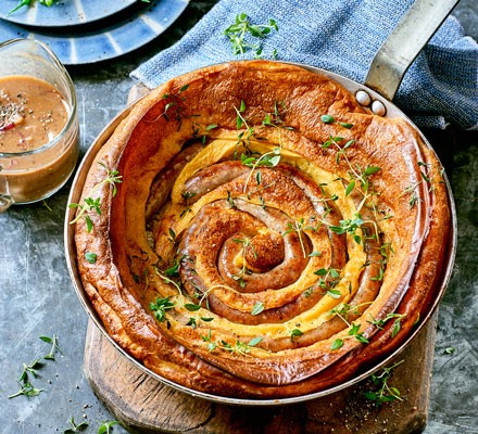 Catherine wheel toad-in-the-hole with honey & mustard onions 2016
