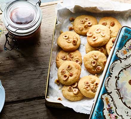 Cheddar & hazelnut shortbread served in a tin