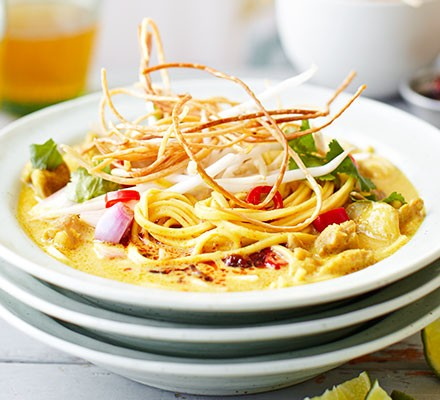 Chiang Mai curried noodles (Khao soi gai)