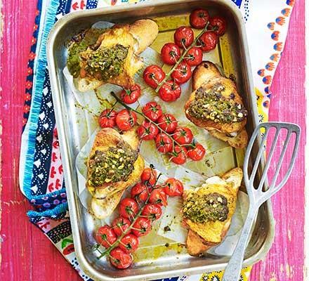 Chicken, baguette & tomatoes traybake