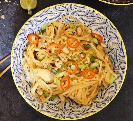 Chicken pad Thai in bowl