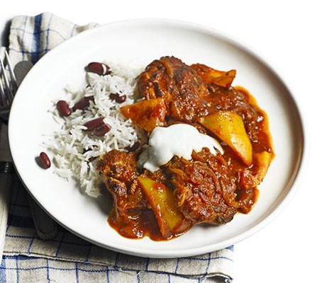 Spicy chicken with rice & beans