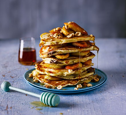 Chocolate-filled pancakes with caramelised bananas
