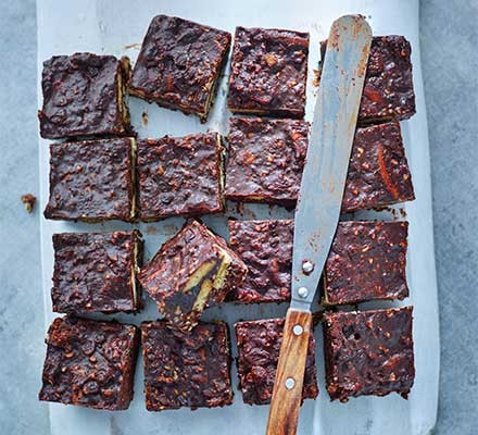Squares of chocolate fridge cake extraordinaire and a palette knife