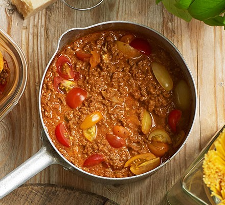 A pan serving tomato ragu for pasta