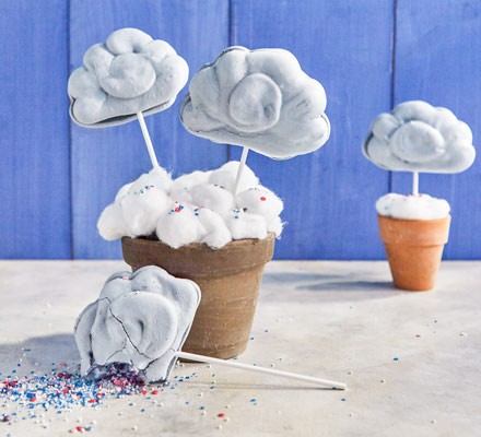 Cloud sweets in plant pots with sprinkles