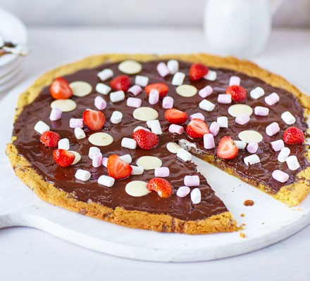 Cookie dough pizza