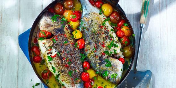 Sea bream with ripe tomatoes and chilli