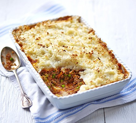 Beef & lentil cottage pie with cauliflower & potato topping