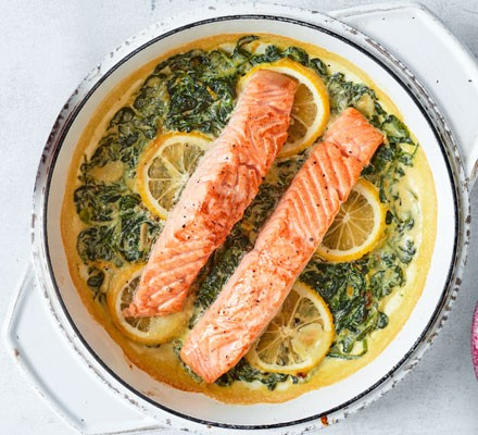 Creamy garlic, lemon & spinach salmon in a white pot