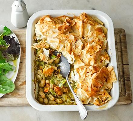 Creamy leek, pesto & squash pie in a serving dish