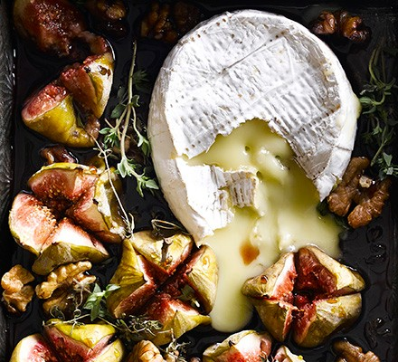 Baked blue cheese with figs & walnuts