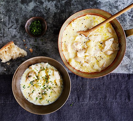 Cullen skink served in a pan and a bowl alongside