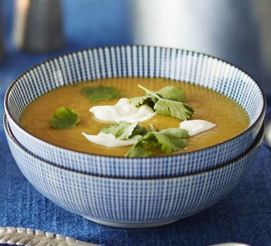 Curried lentil, parsnip & apple soup