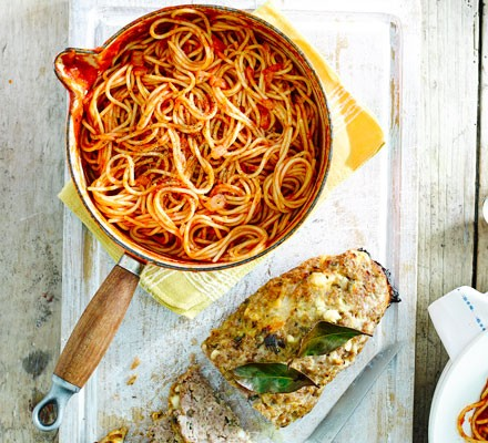 Easy meatloaf with spaghetti & tomato sauce