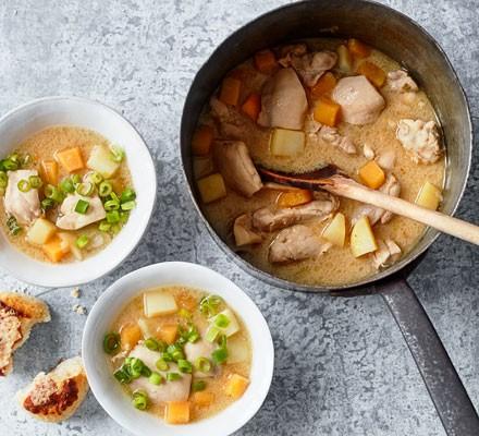 Chicken stew in bowls with scones