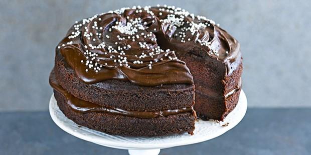 easy-vegan-chocolate-cake-700-350-56b35b2