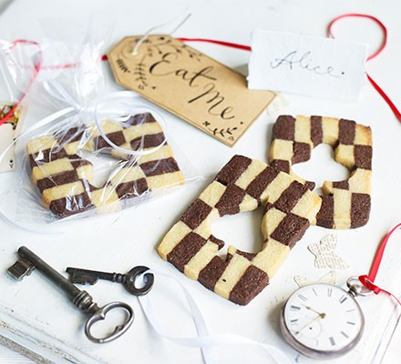 'Eat Me' chessboard sugar cookie cards