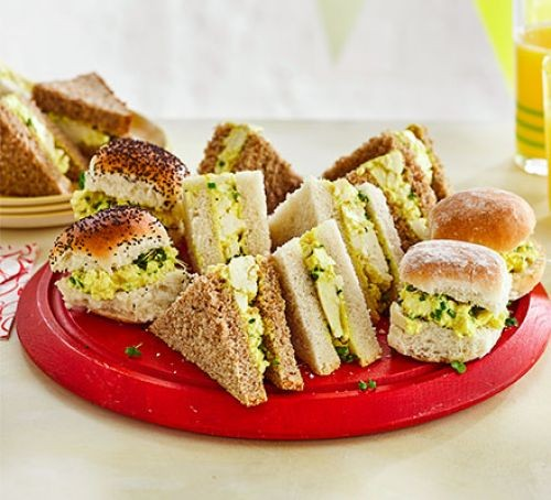 Egg-free mayo sandwiches cut in triangles