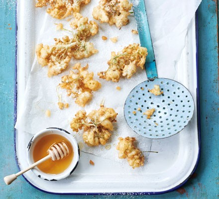 Elderflower fritters with honey