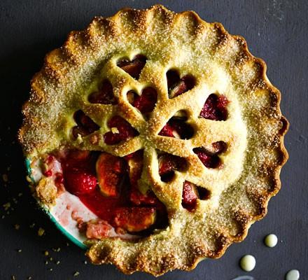 Fig, raspberry & cardamom pie