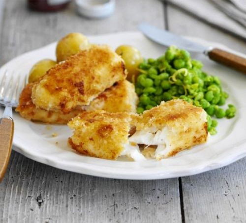 Fish fingers with mushy peas on a plate