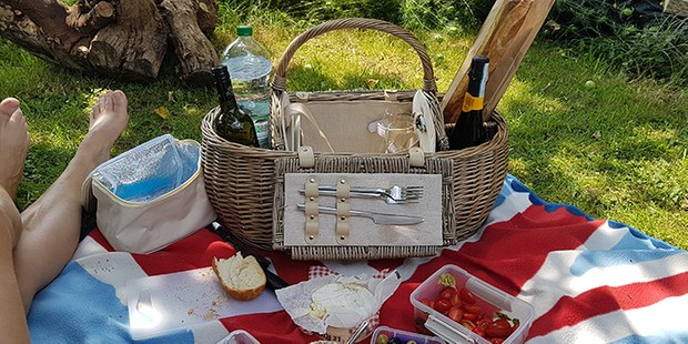 The Colourful Garden Company Personalised picnic hamper, best picnic baskets and hampers