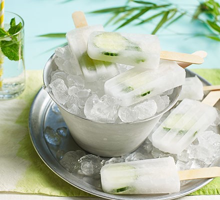 Gin & tonic ice lollies served in a bowl filled with ice