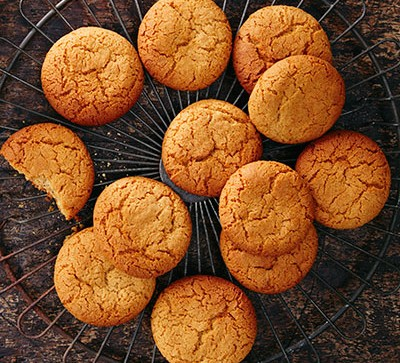 Ginger biscuits on wire cooling rack
