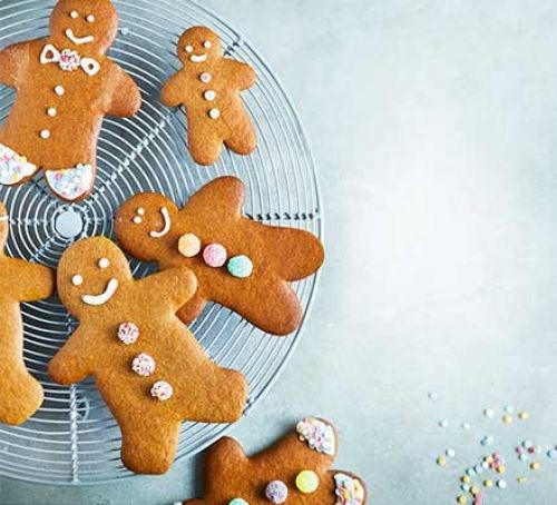 Iced gingerbread men on a circular wire tray