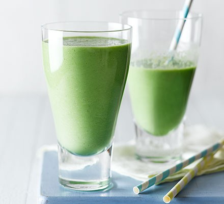 Green breakfast smoothie in two glasses