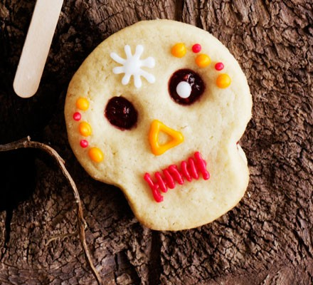 Skull cookies with icing
