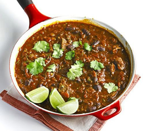 A pan filled with beef chilli con carne
