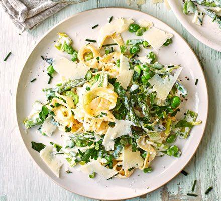 Healthy pasta primavera image