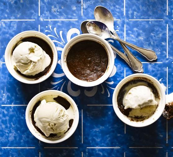 Hot mocha puddings