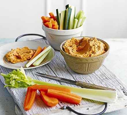 Pepper & walnut hummus with veggie dippers