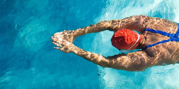 how-to-lose-weight-body-image-woman-swimming-in-pool-700-350-5bfcf78