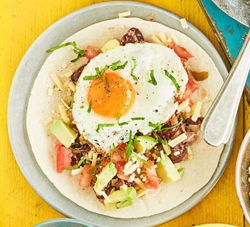 Huevos rancheros (fried egg and vegetables in wrap)